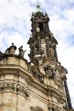 O pináculo da igreja católica da corte em Dresden fotos de stock