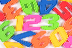 O plástico colorido numera 123 no branco Fotos de Stock