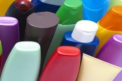 O plástico da cor engarrafa o logro Imagem de Stock