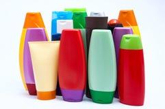 O plástico da cor engarrafa o logro Foto de Stock