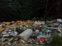o plástico desperdiça a poluição 2 foto de stock