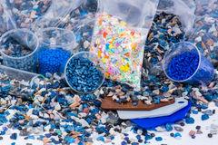O plástico regrind com amostras fotos de stock royalty free