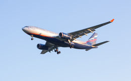 O plano Aeroflot de Airbus-A330 da linha aérea vem na terra no aeroporto de Sheremetyevo Imagem de Stock Royalty Free