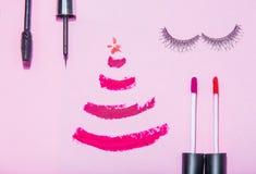 O plano da beleza do ano novo do Natal coloca o compositi da opinião superior dos cosméticos Fotografia de Stock