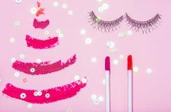 O plano da beleza do ano novo do Natal coloca o compositi da opinião superior dos cosméticos Imagem de Stock Royalty Free