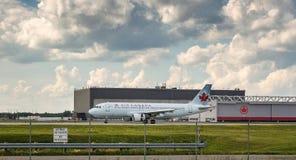 O plano de Air Canada decola Fotografia de Stock