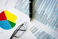 O plano de negócios e a carta de negócio, equilibram o portfólio de investimento imagem de stock