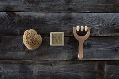 O plano do bem estar coloca para o papel de parede mínimo sobre o fundo de madeira rústico Imagem de Stock