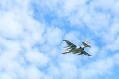 O plano Sukhoi Su-25 Grach Frogfoot do assalto no céu Fotografia de Stock Royalty Free