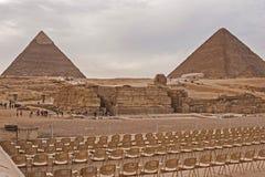 O platô de giza no deserto de sahara Grandes pirâmides fotografia de stock royalty free