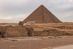 O platô de giza no deserto de sahara Grandes pirâmides imagem de stock royalty free
