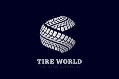 O pneu segue o sinal Fotos de Stock
