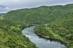 O poder da represa de Bhumibol em Tak em Tailândia imagem de stock