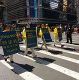 O polícia guarda uma parada em New York City, NYC, NY, EUA Imagem de Stock
