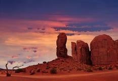 O polegar no parque tribal do vale do monumento, Utá, EUA foto de stock royalty free