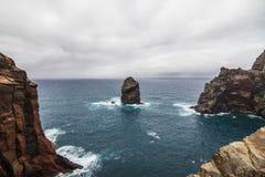 O Ponta bonito de Sao Lourenco da fuga popular trekking, caminhar e andar na ilha de Madeira imagens de stock