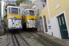 O ponto de interseção dos dois teleféricos de Lavra em Lisboa Fotografia de Stock