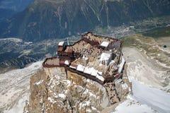 O ponto de visão no pico de Aiguille du Midi Fotos de Stock Royalty Free