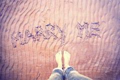 O ponto de vista descalço com escrito à mão casa-me Imagem de Stock Royalty Free