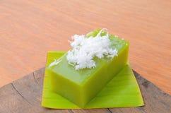 O poon de Kanom Piak é nome da sobremesa tailandesa ou do pudim preto do doce do coco foto de stock