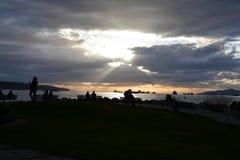 O por do sol bonito na baía inglesa Vancôver fotos de stock