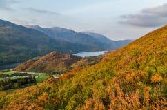 O por do sol bonito no Loch leven em Escócia, Grâ Bretanha Fotografia de Stock Royalty Free