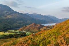 O por do sol bonito no Loch leven em Escócia, Grâ Bretanha Foto de Stock Royalty Free