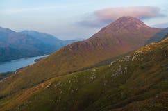 O por do sol bonito no Loch leven em Escócia, grande Brittain Fotos de Stock