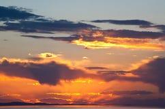 O por do sol colorido no Great Salt Lake fotografia de stock royalty free