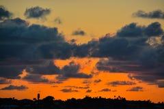 O por do sol de Florida na via navegável litoral inter em Belleair blefa imagem de stock
