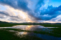 O por do sol do lago Fotografia de Stock Royalty Free