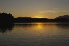 O por do sol em Faaker considera Fotos de Stock Royalty Free