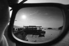 O por do sol em meu olho preto e branco fotografia de stock royalty free