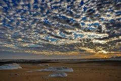 O por do sol em um deserto Fotos de Stock Royalty Free