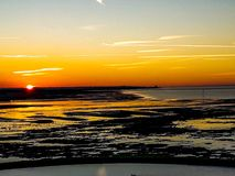 O por do sol na baía de Minnis fotografia de stock
