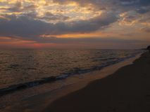 O por do sol na praia Foto de Stock