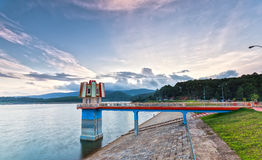 O por do sol nas energias hidráulicas represa o Lam de Tuyen, Dalat Fotografia de Stock Royalty Free