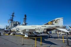 O porta-aviões histórico, USS intermediário imagens de stock