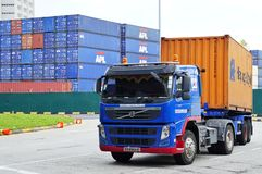 O porto da autoridade de Singapura (PSA) controla o tráfego de recipiente ocupado da carga no porto de Singapura imagens de stock royalty free