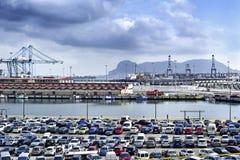 O porto de Algeciras, de Espanha, e da rocha de Gibraltar fotografia de stock