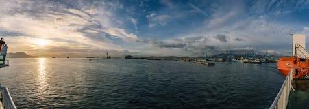 O porto de Algeicras fotografou da balsa, Espanha fotos de stock royalty free