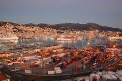 O porto de Genoa como visto de Lanterna, o farol velho Genebra Camogli, Italy imagens de stock