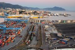 O porto de Genoa Vista de Lanterna, o farol velho Genebra Camogli, Italy fotografia de stock