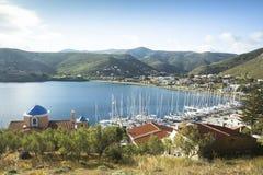 O porto de Kea, é uma ilha grega no arquipélago de Cyclades no Mar Egeu Fotografia de Stock Royalty Free