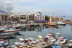 O porto de Kyrenia, Chipre do norte no amanhecer Fotos de Stock