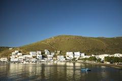 O porto de Kythnos, é uma ilha grega Tem mais de 70 praias, muitas de que seja ainda inacessível pela estrada Fotografia de Stock