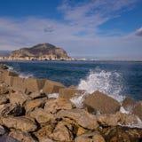 O porto de Palermo com montagem Pellegrino e Utveggio fortifica Fotos de Stock Royalty Free