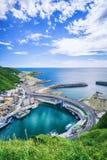O porto de pesca ajardina - a opinião aérea do olho do pássaro do porto de pesca de Changtanli com o céu brilhante azul da manhã, Imagem de Stock Royalty Free