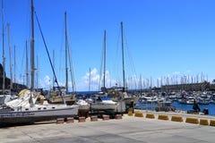 O porto de Tazacorte em Ilhas Canárias do palma do La é a base para iate privados mas você pode igualmente registrar uma excursão imagem de stock