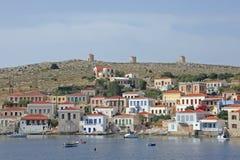 O porto na ilha grega Chalki imagem de stock